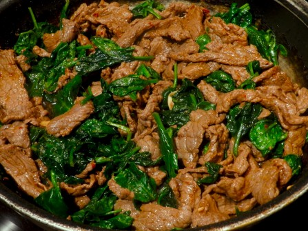 garlic-beef-with-spinach-and-lemon-grass